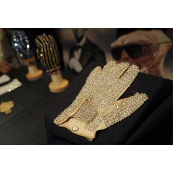 Белая перчатка Майкла Джексона , Знаменитые second hand Европы